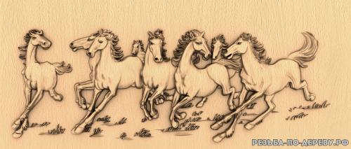 Резное панно Беговые лошади №2 из дерева