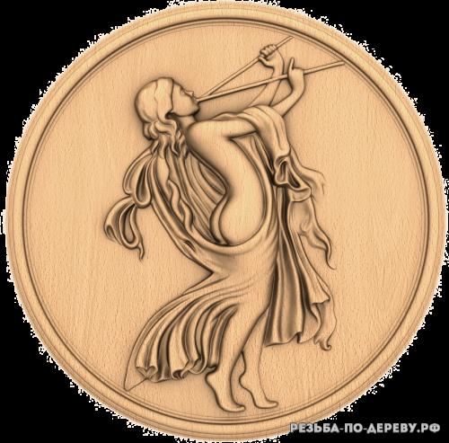 Резное панно Девушка с дудкой из дерева