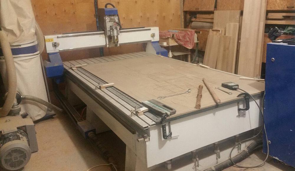 ЧПУ станок, на котором выполняется резьба панно и картин нашей мастерской